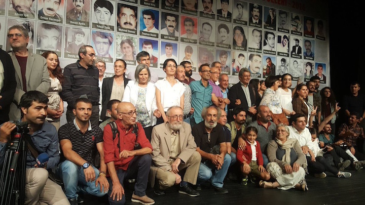 Musa Anter ödül törenine çok sayıda siyasetçi, sanatçı, gazeteci ve yazar katıldı.