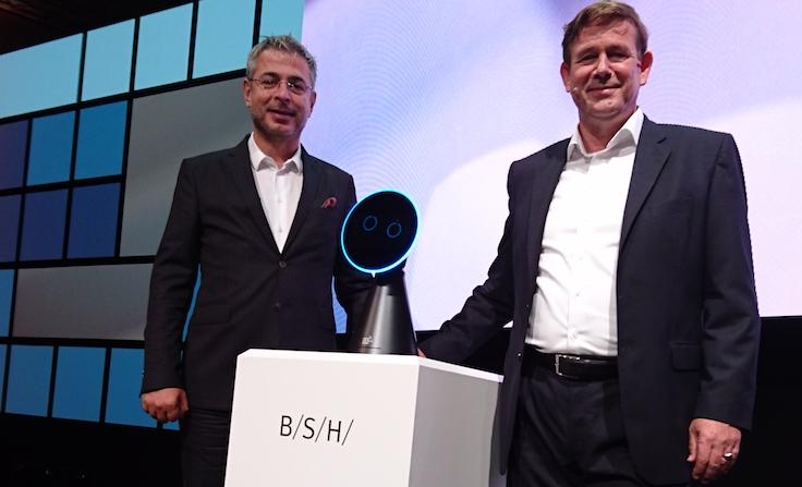 BSH Dijital Dönüşüm Direktörü Engin Çolakoğlu (solda) ve BSH CEO'su Karsten Ottenberg.