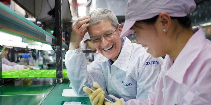 Appleın CEOsu Tim Cook, Foxconn fabrikasını gezerek işçilerin çalışma koşullarını yerinde denetledi.