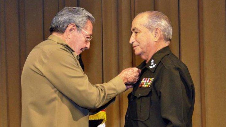 Küba Devlet Başkanı Raul Castro ve Carlos Fernández Gondín