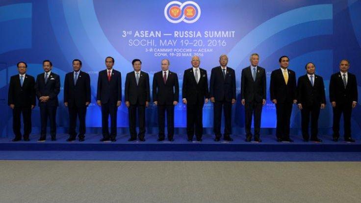 Asya'nın liderleri ASEAN Zirvesi'nde buluştu.