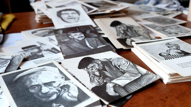 Yılmaz Güney'le şahsen de tanışmış olan Özçeker, Güney'in çeşitli dönemlerini de kartpostal olarak çizmiş...