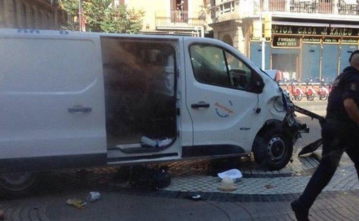 Saldırganın kullandığı belirtilen minibüs.